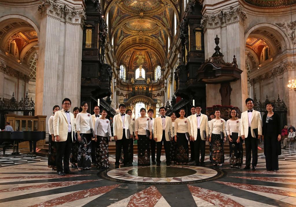 2013 Alumni Tour (8) St Pauls